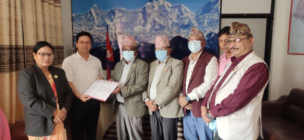 लुम्बिनीका सभामुखको 'डवल रोल'- कसैलाई ठाउँका ठाउ हटाउने, कसैलाई जोगाउने !