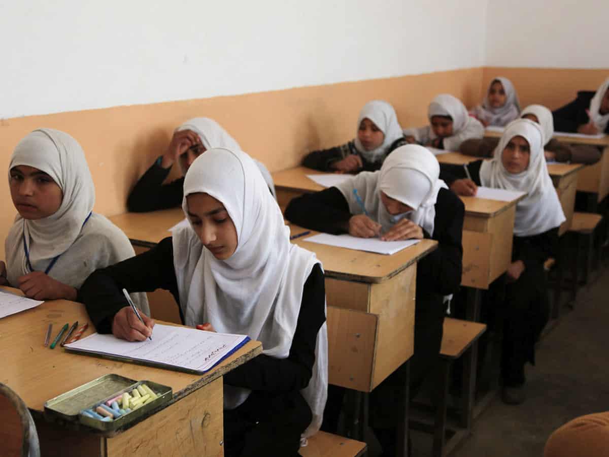 अफगानिस्तानका छात्रालाई 'चाँडै' विद्यालय फर्काउने तालिबानको दाबी
