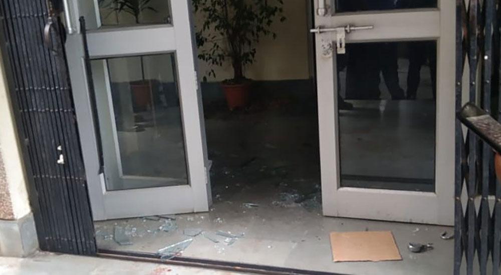 बीपी कोइराला स्वास्थ्य प्रतिष्ठानका उपकूलपतिको कार्यालयमा तोडफोड