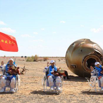 चिनियाँ अन्तरिक्षयात्री ९० दिनपछि सकुशल फिर्ता (तस्विरहरु)
