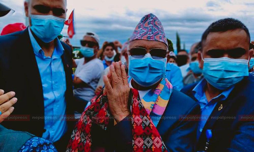 कार्यकर्ता भेलालाई सम्बोधन गर्न एमाले अध्यक्ष ओली झापामा (तस्बिरहरू)
