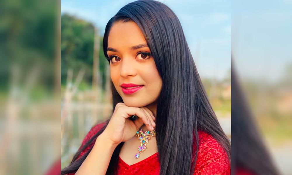 मिडियाबाट पन्छिन खोज्दै गायिका समीक्षा, पलसँगको गसिप छल्न प्रेसमिट बङ्क !