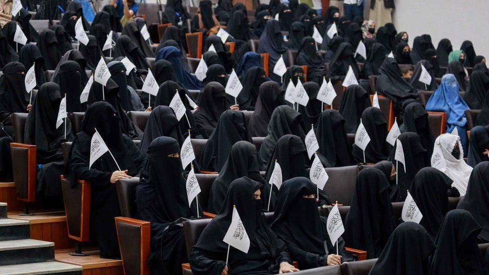 तालिबानले महिलालाई पढ्न दिने, पुरुषसँग एउटै कक्षामा बस्न भने नदिने