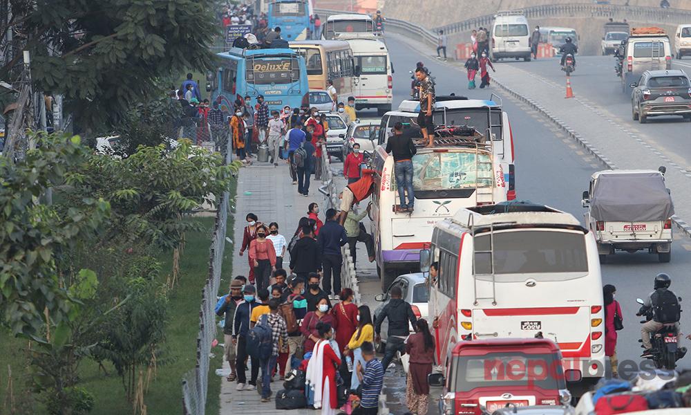 काठमाडौं छाेड्नेकाे लर्काे, हेर्नुस् काेटेश्वरका ६ तस्बिर
