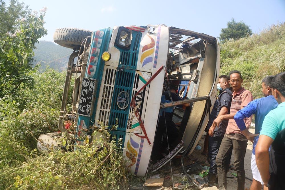 फिदिम अपडेट: बस दुर्घटनामा घाइते भएका दुईको मृत्यु