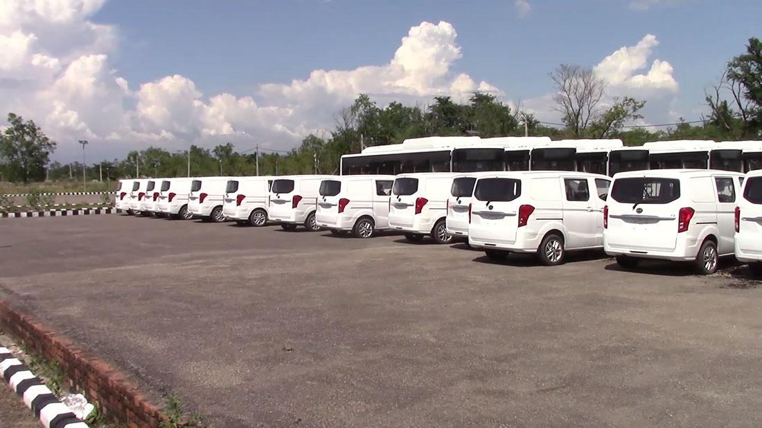लुम्बिनीमा चीनबाट ल्याइएका अत्याधुनिक विद्युतीय बस र ट्याक्सी अलपत्र, पाटपूर्जा बिग्रन थाले
