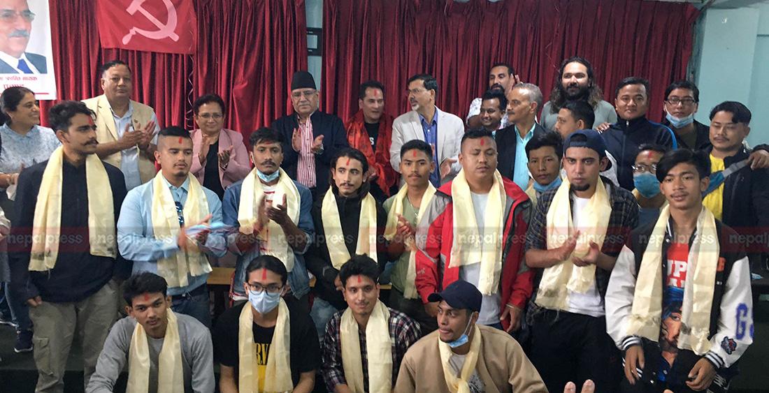 विश्व क्रान्तिको नेतृत्वमा ४० युवा माओवादी प्रवेश (सूचीसहित)